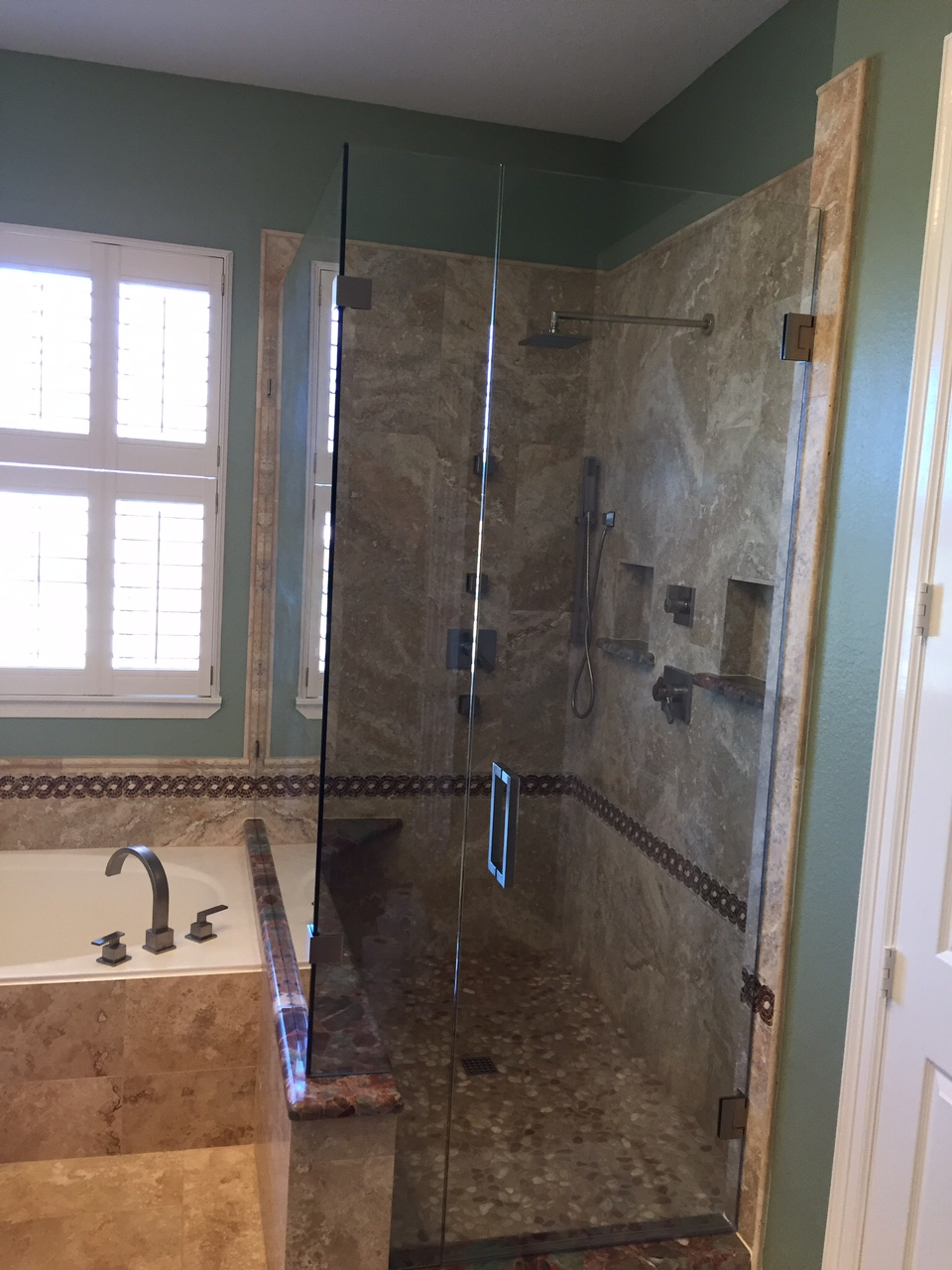 Single Shower Door With Window Overlook 1 Dfw Bath And Glass